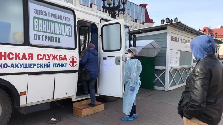 «Я сам обязательно сделаю прививку»: Радий Хабиров показал мобильные пункты вакцинирования