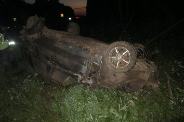 На трассе М-8 улетел в кювет и перевернулся автомобиль «Хендай»