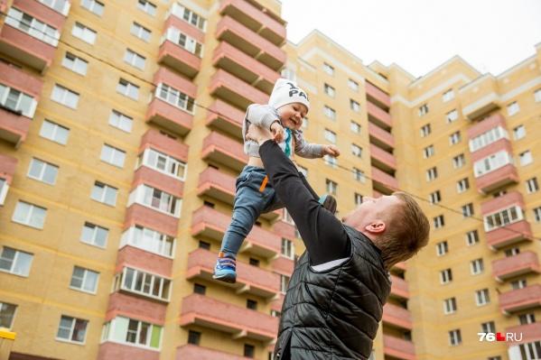 Деньги маткапитала будут отдавать отцам-одиночкам — наравне с матерями