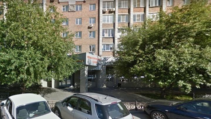 Клиника Мешалкина возобновила плановый приём пациентов — но только в одном здании