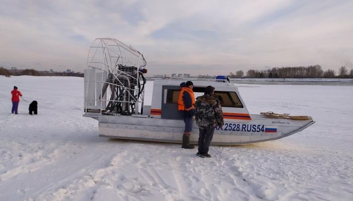 «Плывет или тонет»: из реки возле Бугринского моста достали мужчину