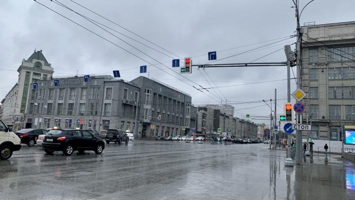 Самый глупый перекрёсток: место в Новосибирске, где водителей заставляют выезжать на полосу для автобусов