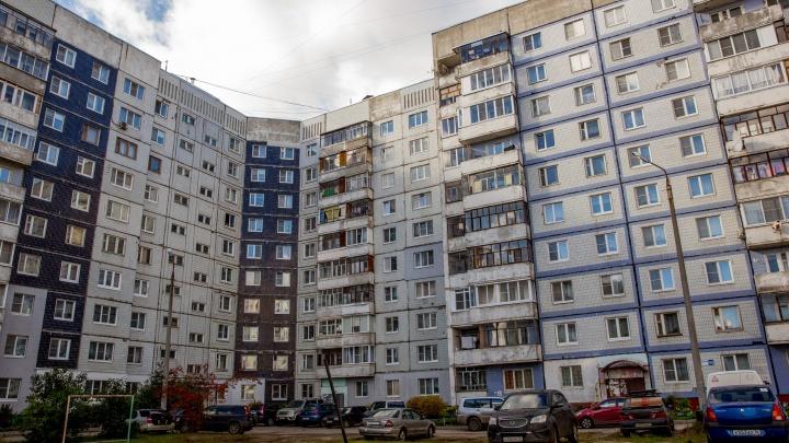 В Ярославле бабушка выпала из окна многоэтажки