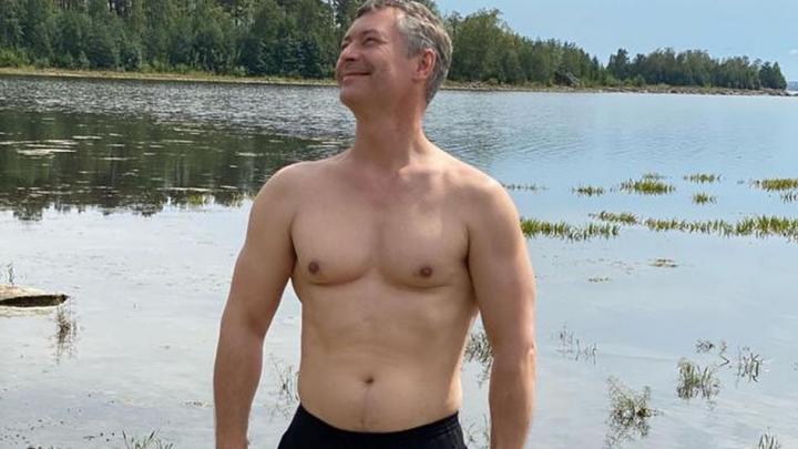 Евгений Ройзман показал голый торс и рассказал, как готовится к триатлону