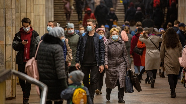 У пациентов с ковидом в Новосибирской области симптомы ОРВИ стали выявлять чаще, чем пневмонию