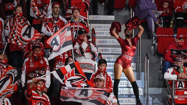 Фанатам «Автомобилиста» снова разрешили смотреть матчи на арене, но не всем
