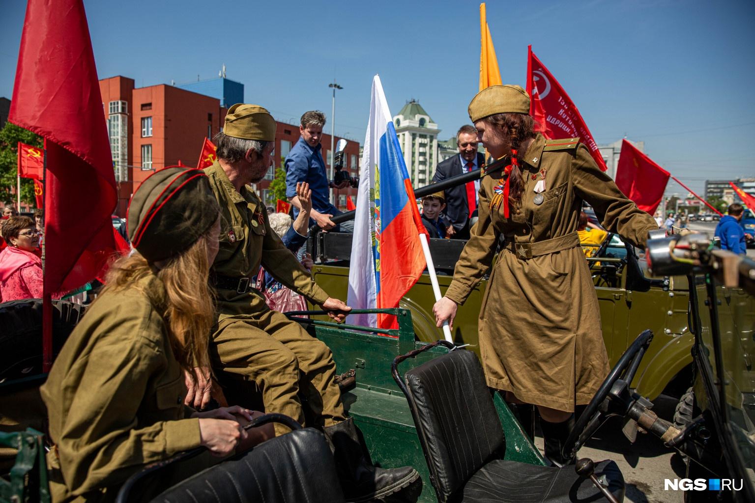 Без традиционных военных костюмов — никуда