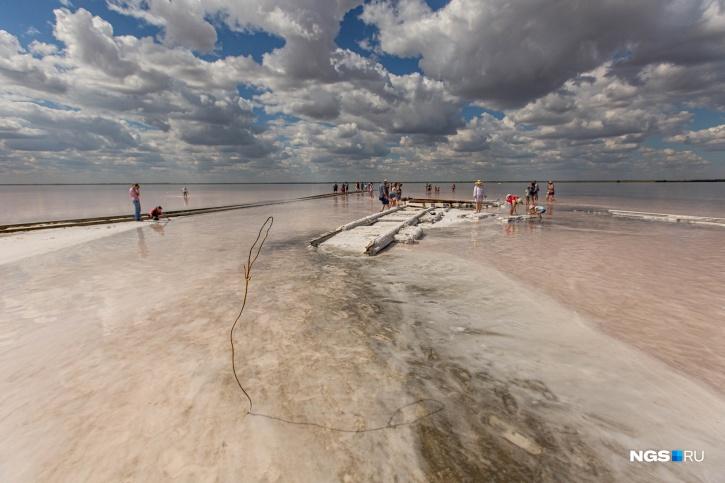 Средняя глубина озера — чуть больше полутора метров