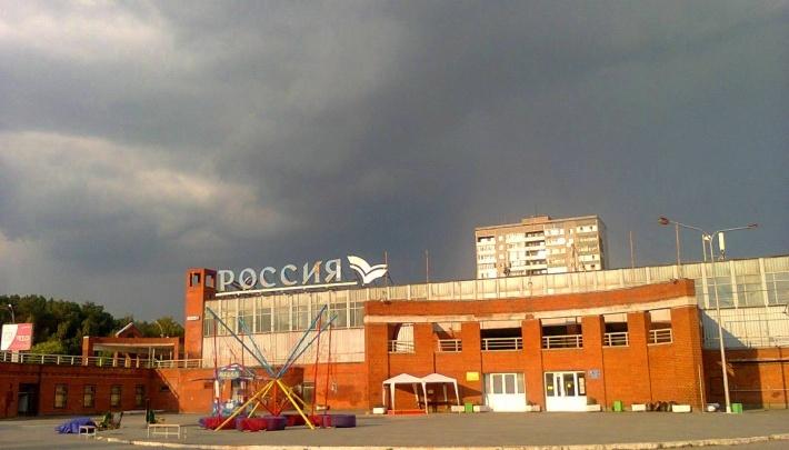 Глава Кировского района рассказал, когда отремонтируют КОСК «Россия»