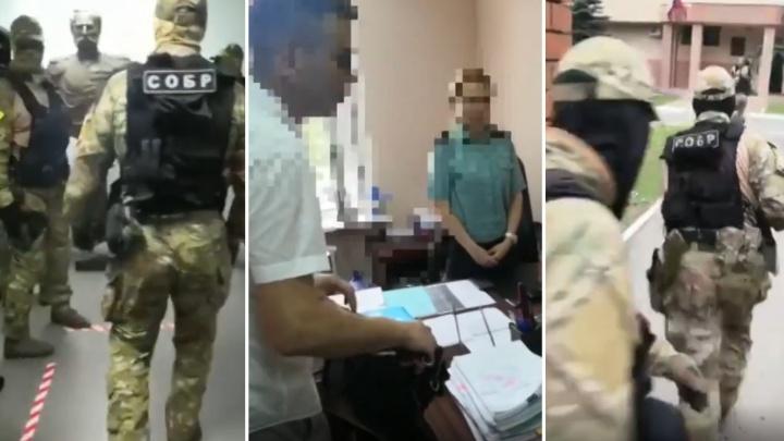 Полиция в сопровождении СОБРа провела обыски в самарском управлении судебных приставов