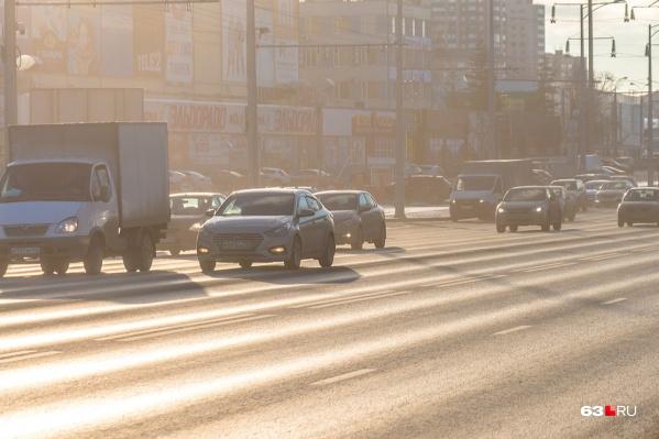 Автомобилистам приходится лавировать по дорожным «волнам»