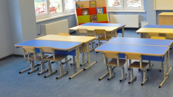 «Сидят на ледяном полу!» В детском саду в Екатеринбурге убрали ковры и игрушки «для профилактики ковида»