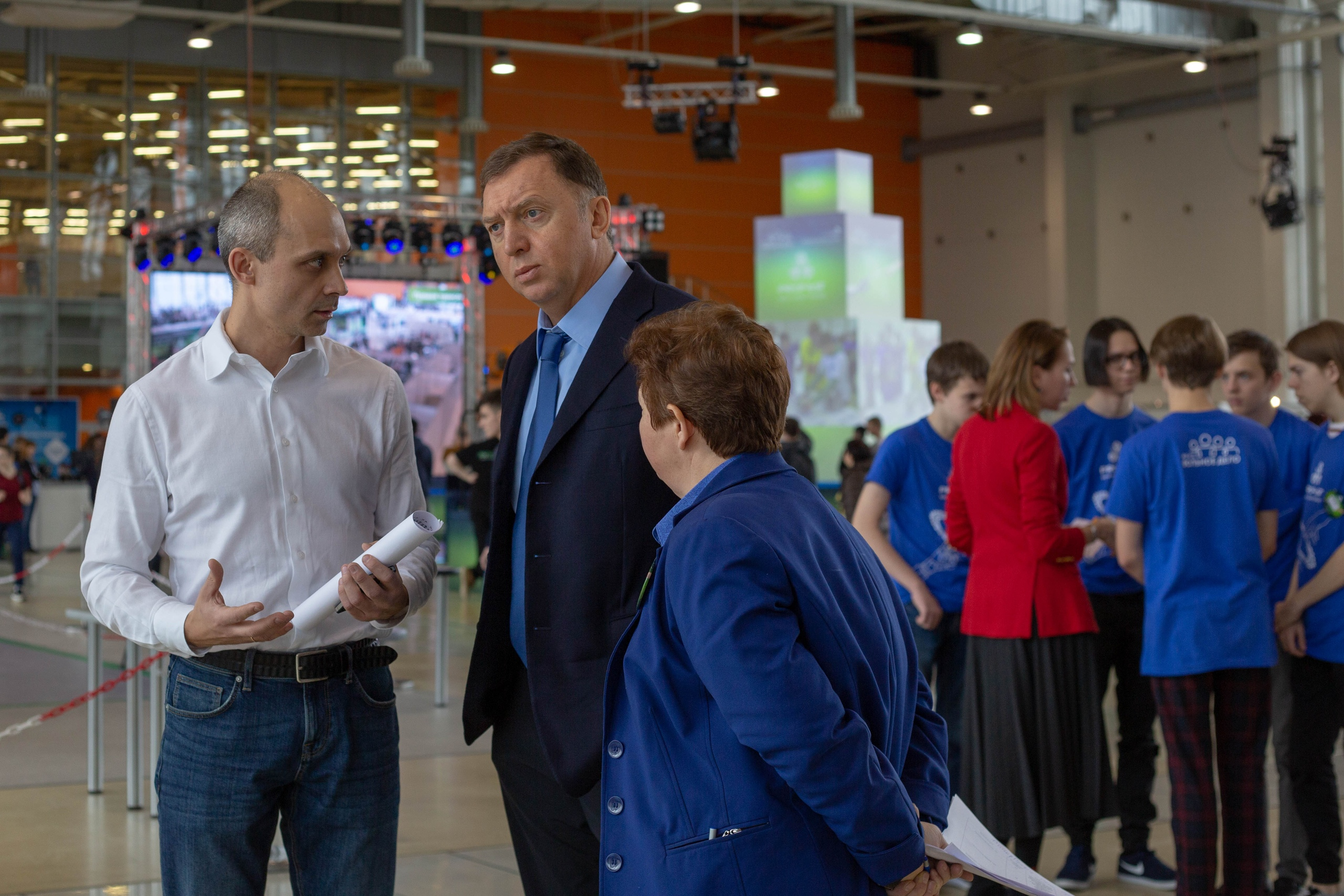 Организатор фестиваля — фонд Олега Дерипаски (в центре)