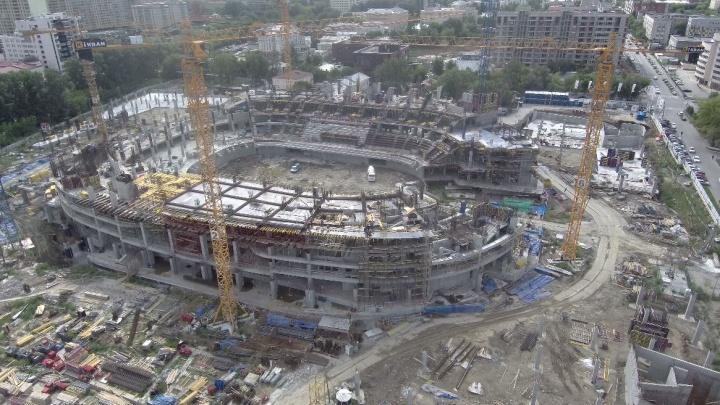 Уже появились трибуны: как выглядит с высоты ледовая арена УГМК, которую строят вместо снесенной телебашни
