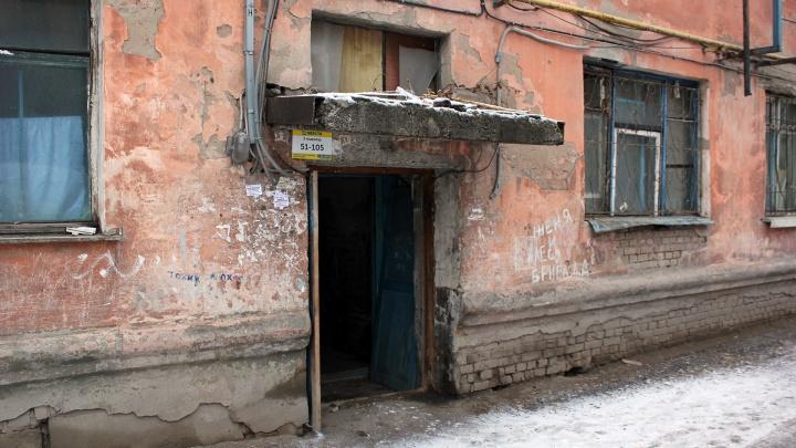 В Омске признали аварийными два дома, но расселить их могут и через семь лет