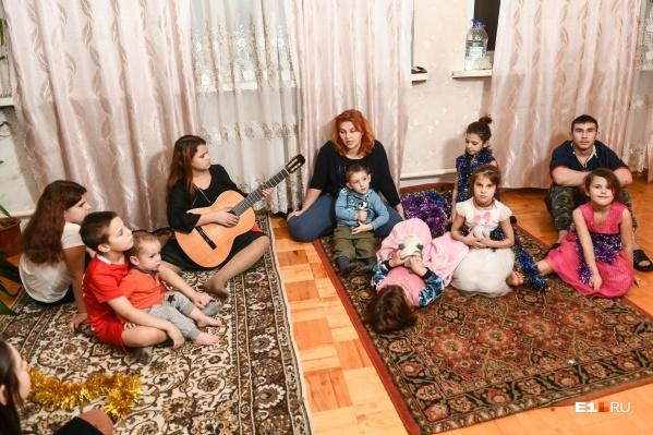 Екатерине Кириченко 33 года, у нее 12 детей