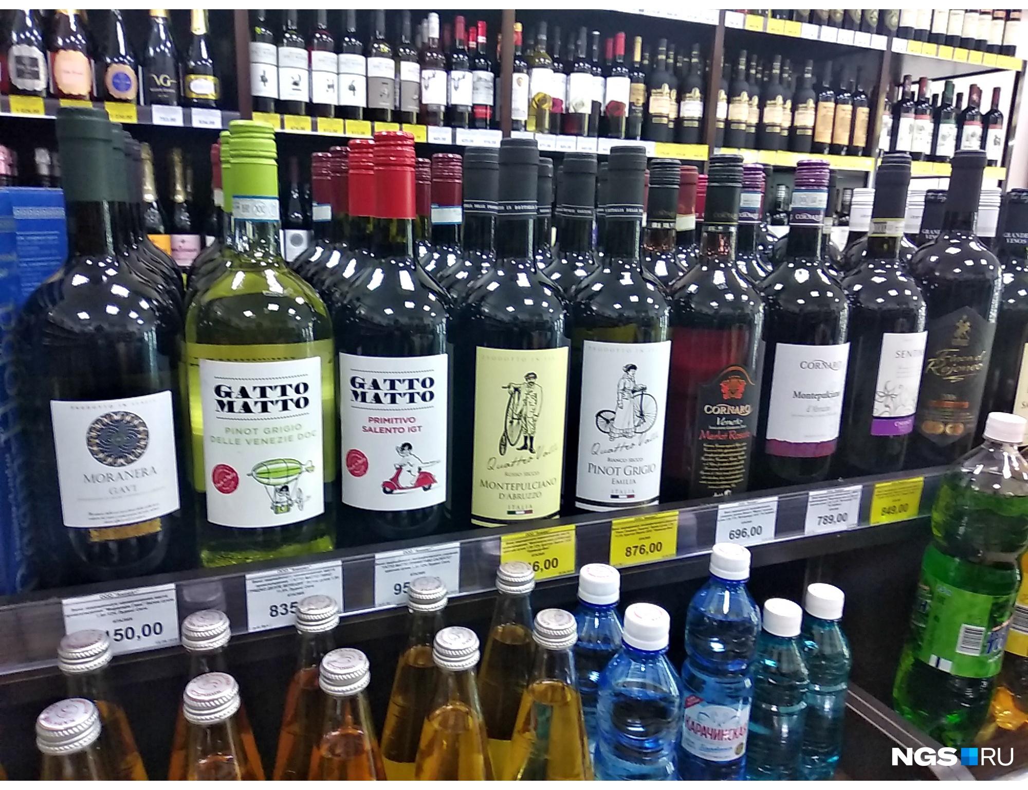 Необъяснимой особенностью магазинов «АлкоСтресс» стало большое количество бутылок большого размера