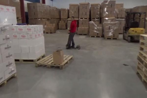 В полицию для проверки документов доставили 18 мигрантов со складов