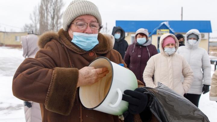 Посёлкам под Волгоградом пообещали очистить грязно-черную питьевую воду