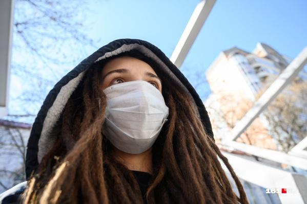 За четыре недели северяне в одной только аптечной сети скупили масок объемом, как за два года
