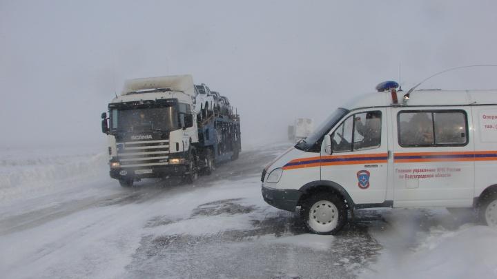 Будьте крайне бдительны на дороге: на Волгоград и область надвигаются гололед с сильным туманом