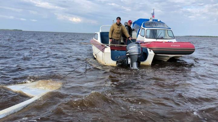 В Белом море затонула лодка с тремя рыбаками. Один из них не смог спастись