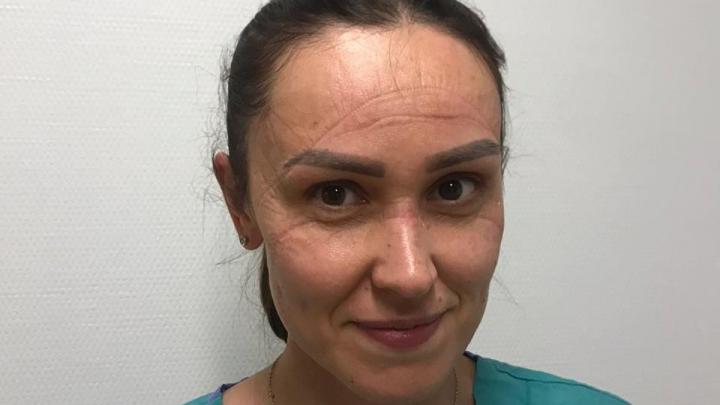 Врачи кардиоцентра показали свои лица после длинной смены в масках в «красной зоне»