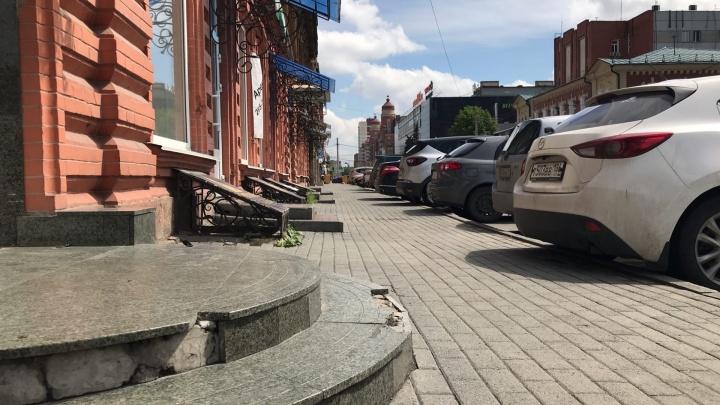 Центр Челябинска сделают пешеходным, расширив тротуары за счёт парковок