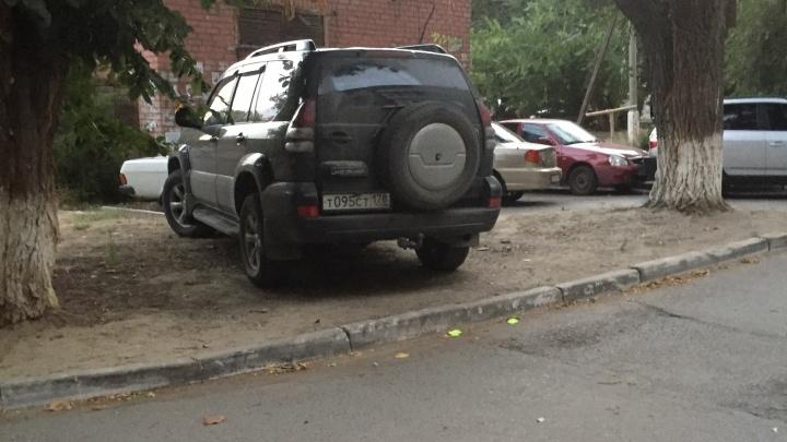Видимо, чтобы камерам не попадаться: автохамы Волгограда намеренно портят номера своих машин