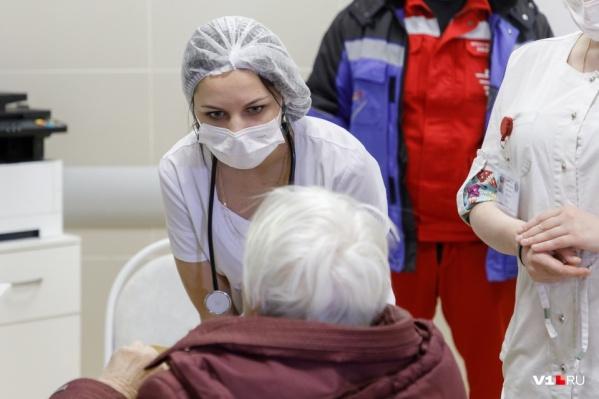 Платить дополнительно будут тем, кто работал с ковид-больными