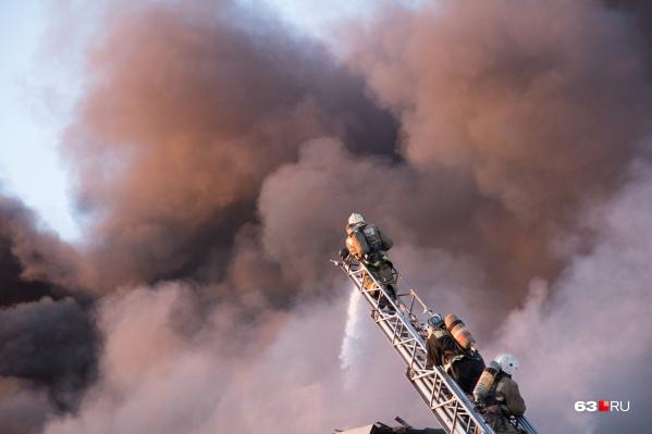 Для тушения пожара привлекли 86 человек и 30 единиц техники