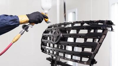 Царапины и вмятины удалят от 500 рублей: из Европы в Екатеринбург пришли технологии кузовного ремонта