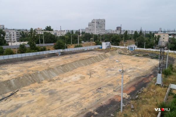 Сейчас на стадионе «Пищевик» снова царит разруха