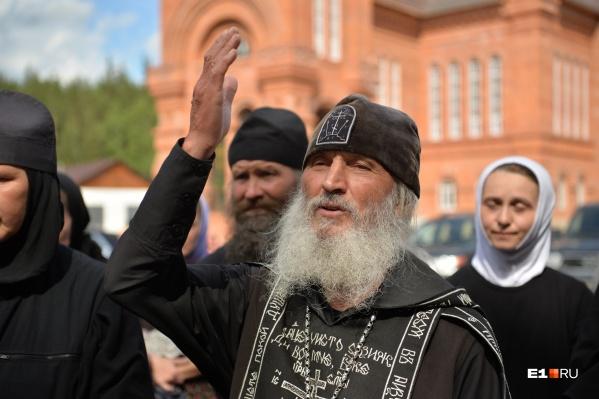 Схиигумен Сергий часто общается с афонскими старцами