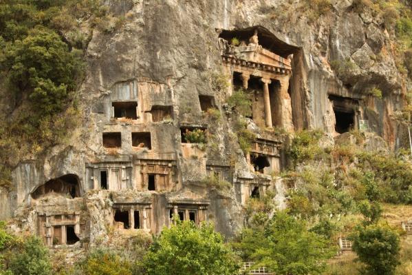 Чтобы посмотреть на ликийские гробницы вживую, придется заплатить дороже
