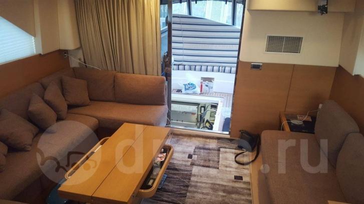 Салон в ней выглядит как полноценная уютная гостиная