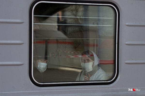Два поезда сегодня не смогли вовремя уехать из Челябинской области