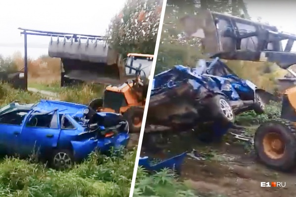 В поселке Калиново под Новоуральском трактор уничтожил старую иномарку
