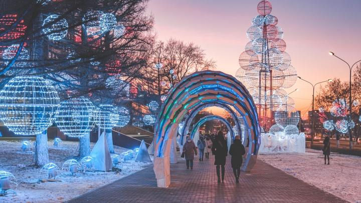 Новогодние маршруты, фестивали и спектакли. Публикуем праздничную программу для жителей Прикамья