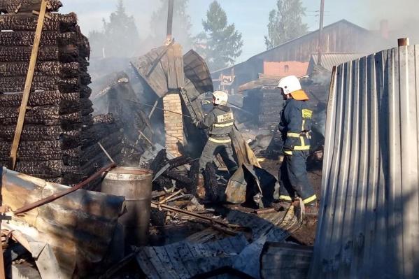 По оперативной информации, в пожаре погиб мужчина