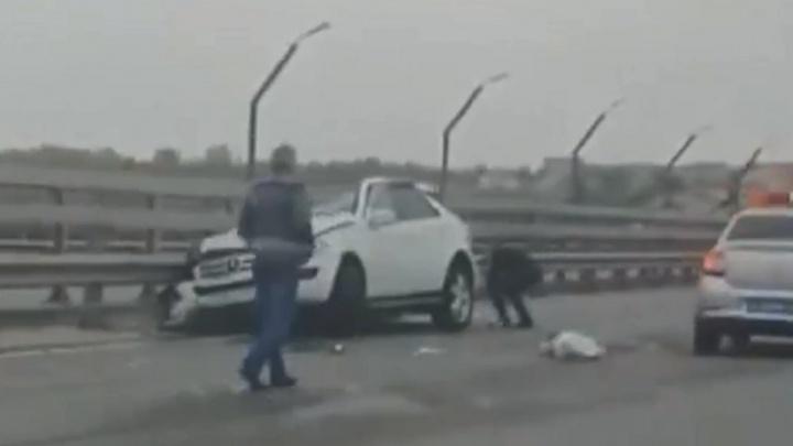 В Волгограде молодого водителя Mercedes осудят за гибель трёх человек в столкновении с КАМАЗом