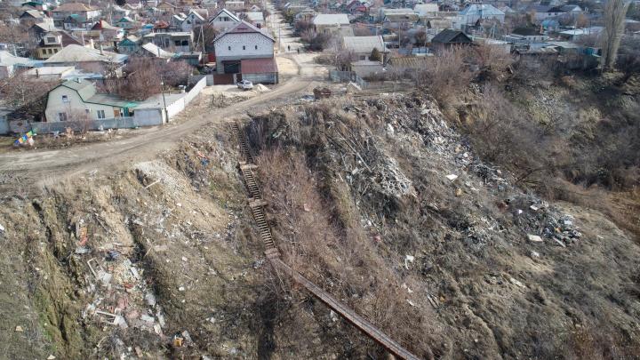 В Волгограде девять лет не могут убрать огромную свалку