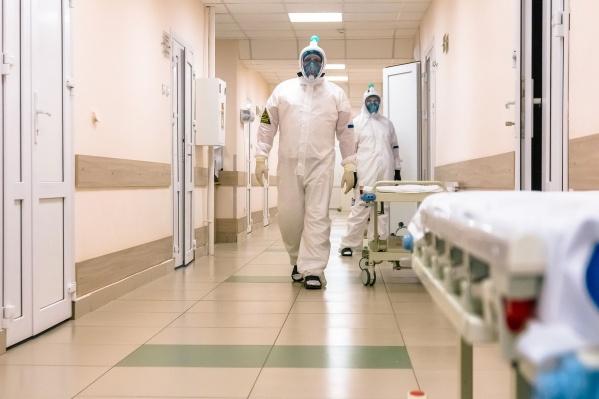 Лариса Позднякова не исключает возможности, что жители Новосибирска могли уже наработать иммунитет к коронавирусу