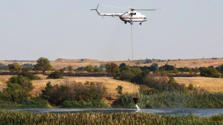 Пожары в Волгоградской области второй день тушат с земли и с воздуха