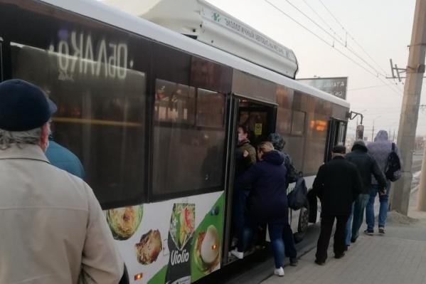 Спецрейсы автобусов забиты битком людьми