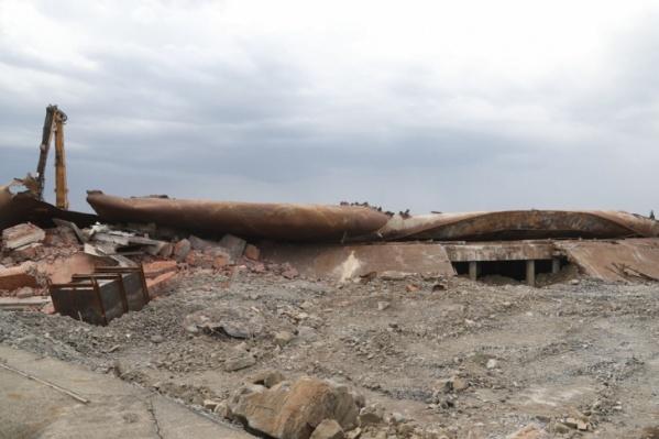 Недавно резервуар, из которого произошла утечка, демонтировали