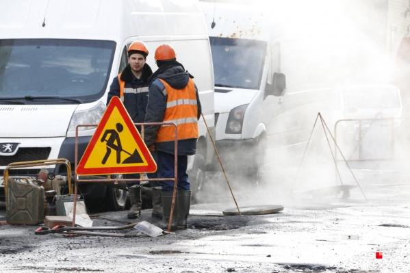 Перекрыли участки дорог из-за аварий на наружных сетях водоснабжения