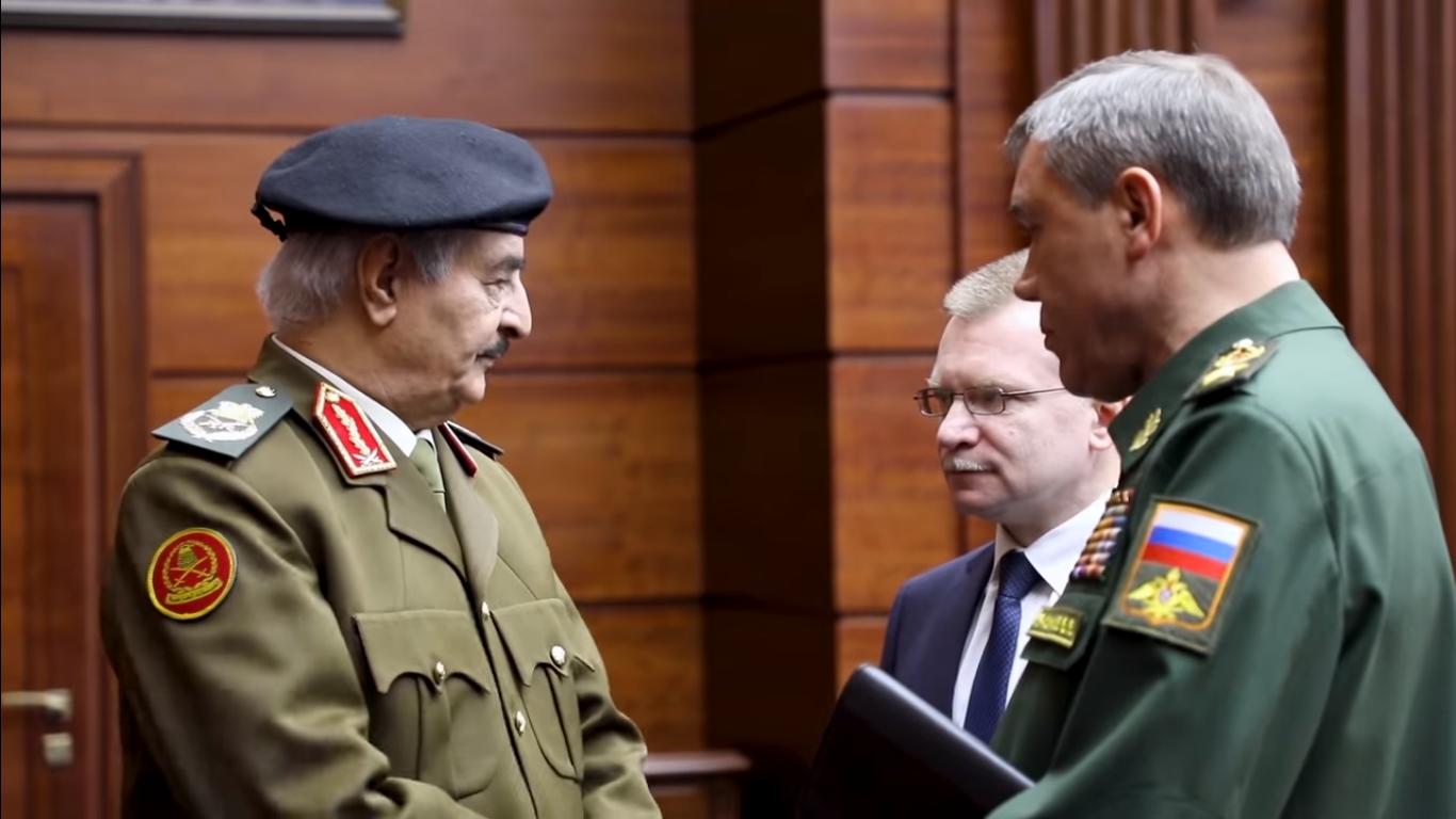 Хафтар на переговорах в Москве в 2018 году&nbsp;<br><br>Фото — скриншот Youtube информбюро Главного командования Ливийских вооруженных сил