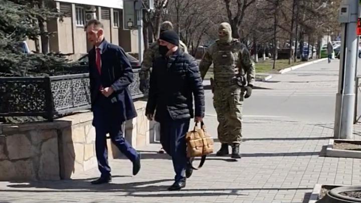 Опубликовано видео задержания помощника Быкова. Его подозревают в попытке обмануть бизнесмена на 10 млн