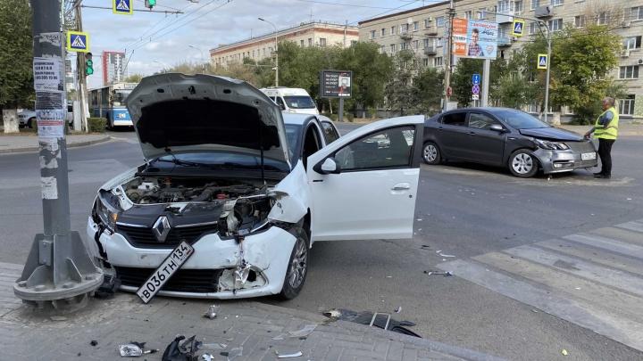 Слишком торопился: ДТП с двумя иномарками в центре Волгограда попало на видео